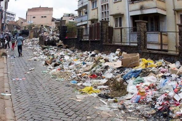 Les immondices dans le quartier Soarano-Ambondrona. Buzz sur facebook.